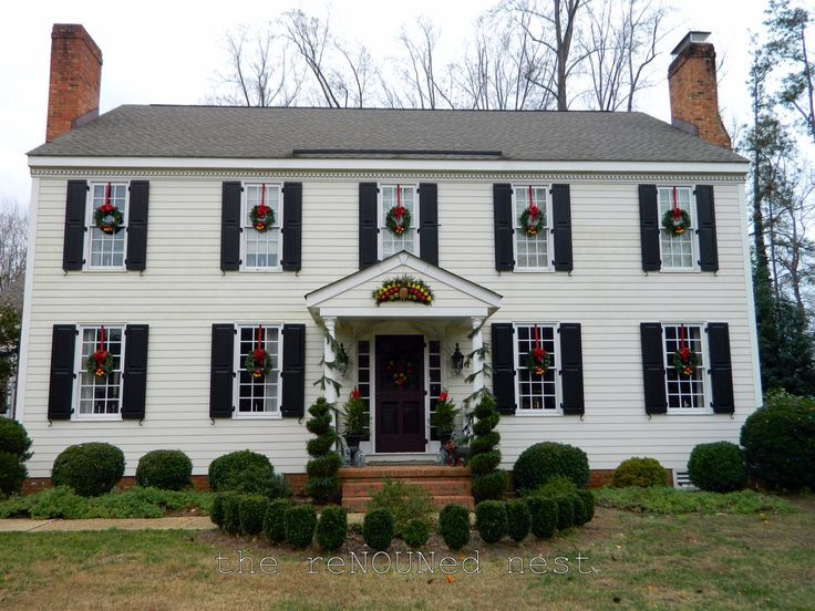 95 best landscaping images on pinterest for Colonial home christmas decorations