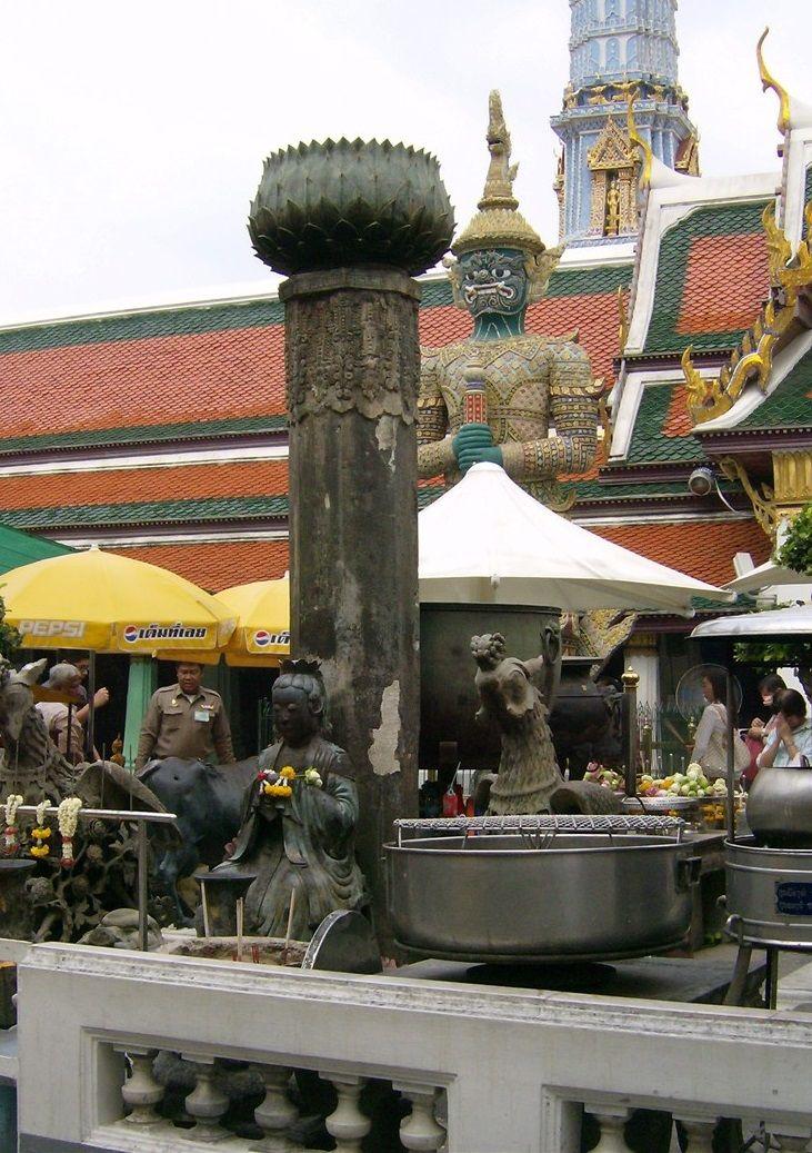 Vamos conhecer tudo sobre o Grande Palácio Real de Banguecoque? http://www.viajarpelahistoria.com/grande-palacio-real-banguecoque/ #viajarpelahistoria