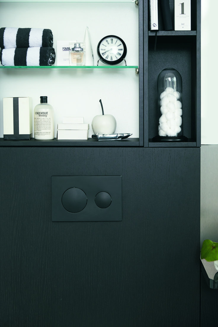 Front WC-cabinet.