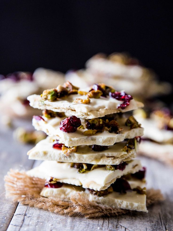 White Chocolate Saltine Bark with Candied Pistachios and Cranberries // @veggiebeastblog veggieandthebeastfeast.com