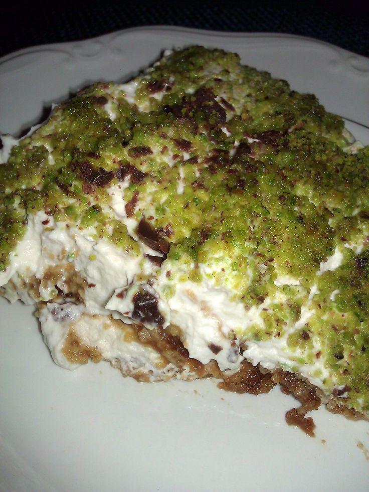 Tiramisù light con pistacchi di bronte Non è ilsolitotradizionale tiramisù fatto con il mascarpone, ma bensì con biscotti e ingredienti più leggeri che