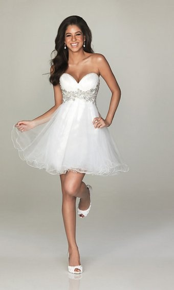 Sweetheart homecoming dress with pure color looks so dreamlike adopted organza, satin, lining. Sweetheart with low cut makes bust plumply. Ornamented embroidery around the waist and back with corset ties. Richly flouncing skirt makes flourish.