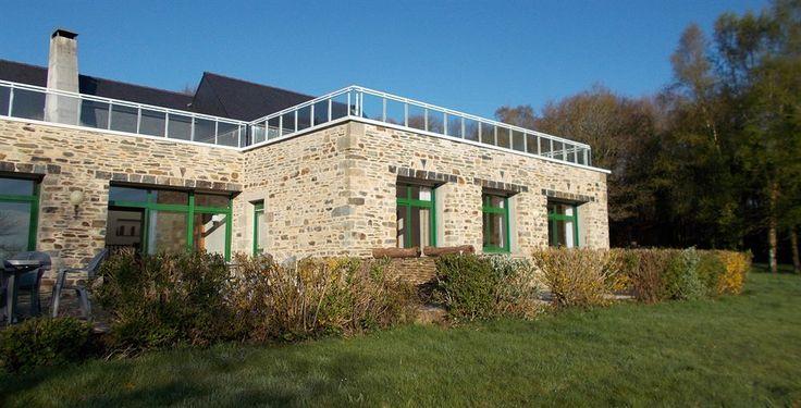 Bot Ponal est un gîte d'étape et de séjour avec chambre d'hôtes. A quelques pas du lac de Guerlédan et non loin de l'abbaye de Bon Repos et du canal de Nantes à Brest. Il se situe dans la commune de St Aignan.  Ouvert de mars à Novembre, il se situe à 6km des commerces et à 10 minutes à pied du lac de Guerlédan.