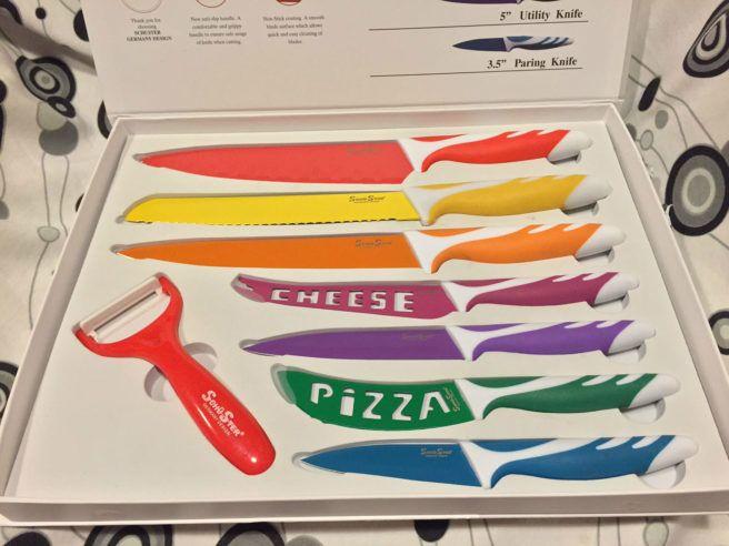 Set di 8 coltelli con rivestimento in ceramica e pelapatate acquistati su Groupalia, per una cucina da chef! Impugnatura anti scivolo per cucinare sicuri.