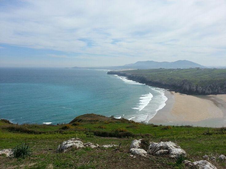 Playa cerca de cuchia cantabria