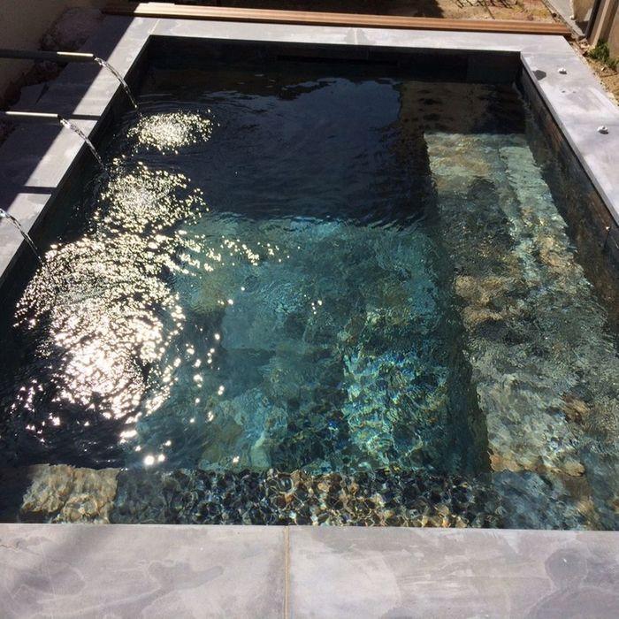 Piscine En Beton Nouvelles Tendances Gres Cerame Patio Garden Design Small Pool Design Hot Tub Landscaping