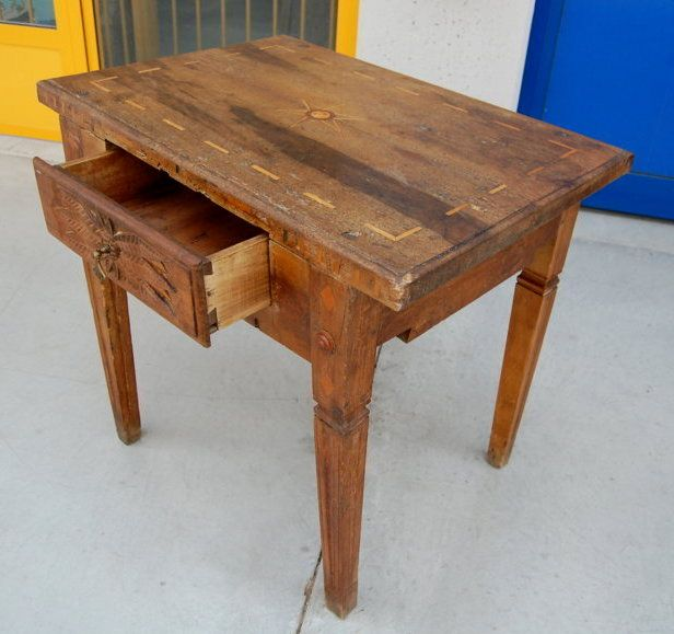 Tavolino in noce e acero intarsiato Luigi XVI '700 fronte 77,5 cm da restaurare