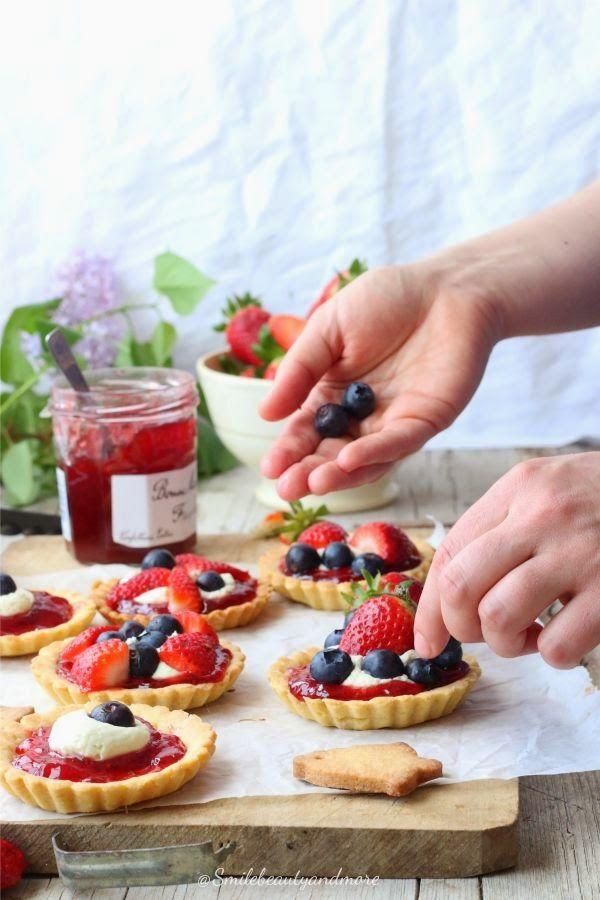 Crostatine alla crema di pistacchio e fragole | Ricetta di Smiles Beauty and More | #RisanaLa