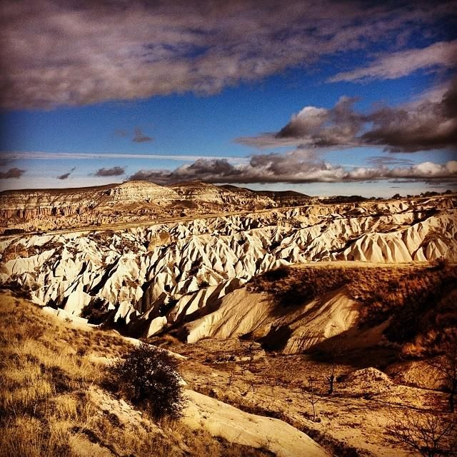 Adventure-seekers can take the scenic route in #Turkey and hike the open-air museum and UNESCO World Heritage site, Göreme Aç?k Hava Müzesi. Photo courtesy of @ jbeebs18 via Instagram