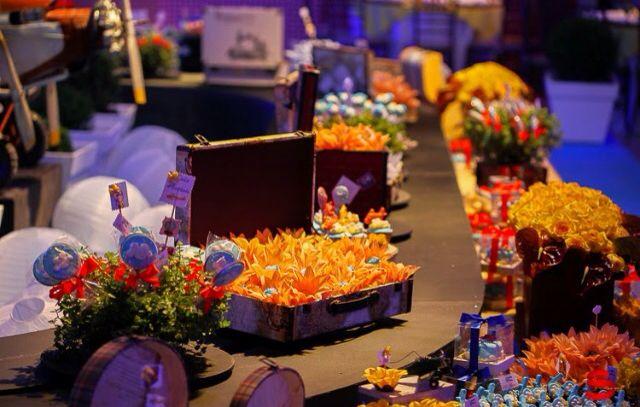 Mesa de doces: esteira móvel de bagagens