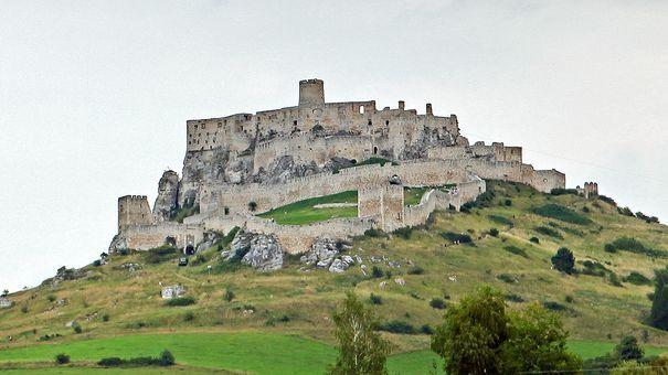 2017: Takto vyzerá hrad dnes, z veľkej časti ostali len ruiny. | Nový Čas