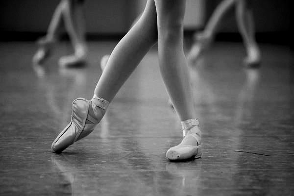 : Dancing, Pointe Shoes, Ballet Class, En Pointe, Art, Ballet Beautiful, Ballerina, Ballet Shoe