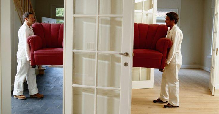 Como aumentar a altura de uma porta interna. A substituição de portas internas altera todo o visual de um comodo. Em alguns projetos de renovação, a altura da porta também é uma questão importante. Em algumas casas mais antigas, as portas são bem baixas. Substituir a porta deixando-a mais alta, requer a remoção do revestimento da parede acima. O projeto se torna mais fácil, se feito como ...