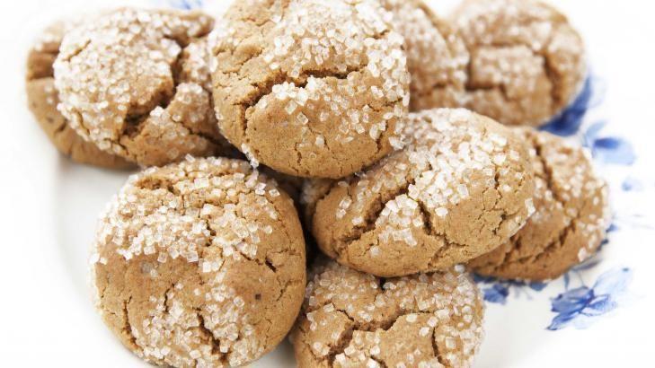 INGEFÆRKAKER: Vær en god vert i jula, by på noen kaker uten gluten. Disse ingefærkakene er glutenfrie og eggfrie. Foto: ANNE SPURKLAND/FRIE KAKER