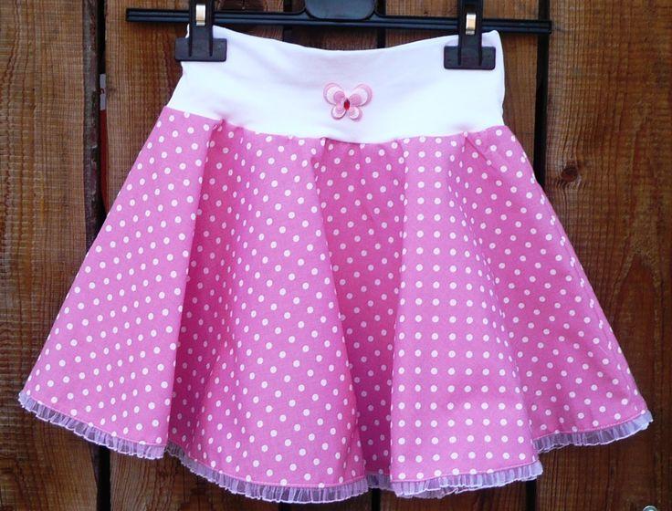 Dětská kolová - růžový puntík Krásná kolová sukýnka - móóóc točivá :), to mají holčičky rády. Zdobená ozdobným kanýrkem a motýlkem. Nabízené velikosti: 98 - 104  110 - 116  122 - 128  134 - 140 ...
