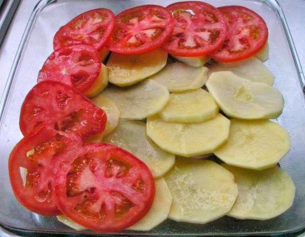 πατάτες στο φούρνο με ντομάτες