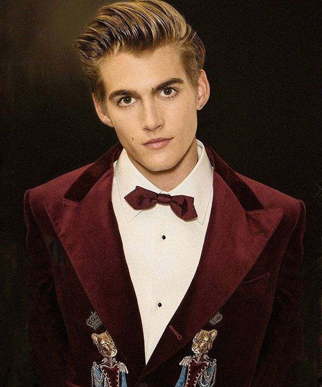 Cindy Crawford's son @presleygerber took to the Dolce & Gabbana runway with other notable millenials and influencers for a Great Gatsby style show #DGmillenials #voltcafe #milanfashionweek #presleygerber #cindycrawford #aw17 --------------------------------------------------------------------- @Regrann from @patmcgrathreal - Behind the Scenes with @presleygerber at @dolcegabbana #DGfw18 #DGprinces #DGmillenials  #makeupbypatmcgrath photo by #patmcgrathstudio #MMFW #PresleyGerber - #regrann…