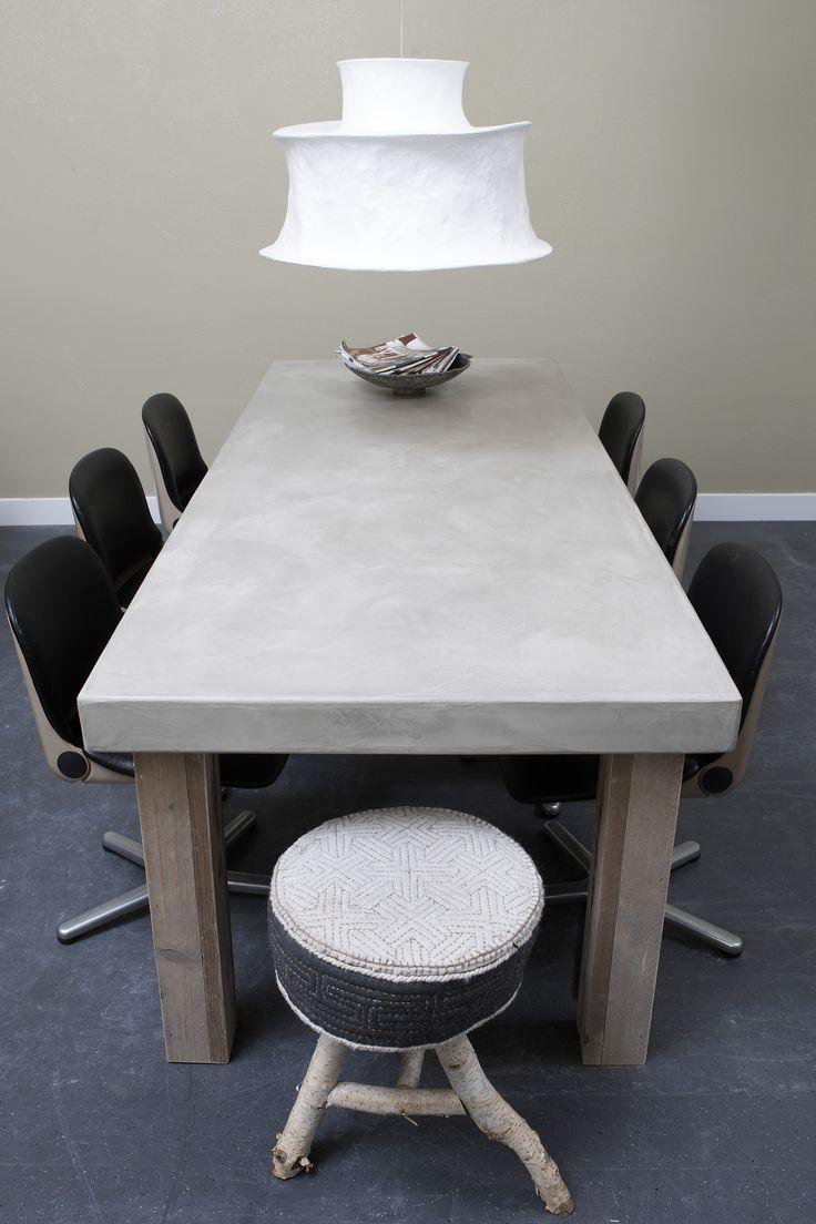 Betonlook tafel beton cire betonlook tafel afgewerkt met beton cir met eiken poten www - Eettafel beton wax ...