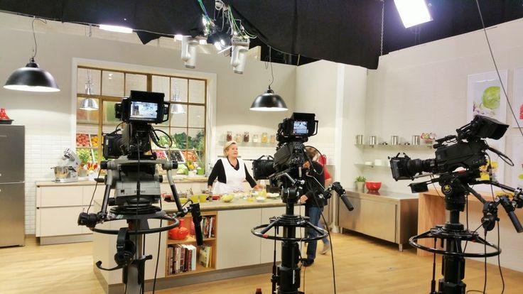 Am 29. Oktober 2015 war ich beider TV Aufzeichnung von FRISCH GEKOCHTdabei und habe ein paar Impressionen für euch festgehalten.Lisl Wagner-Bacher hat gekocht, das hat mich besonders gefreut, d...