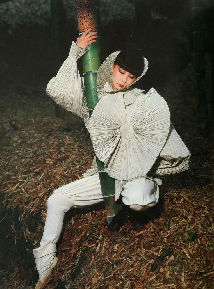 Sayoko Yamaguchi 山口小夜子 『Vogue』1982.11 designed by Issei Miyake photographed by Noriaki Yokosuka