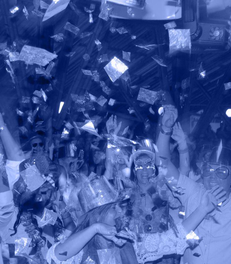 Quieren realizar un evento perfecto y especial en Cali? Click NCE tu aliado en la producción de eventos. Sonido Profesional, Iluminación y efectos especiales, Ayudas Audiovisuales, Barras Cocteleras, Mesas y sillas tipo Bar y más.