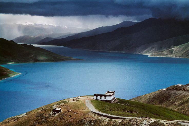 Landscapes | Steve McCurry (Yamdrok Tso Lake, Lhasa, Tibet)