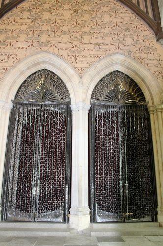 des portes à la Game of Thrones dans le Great Hall