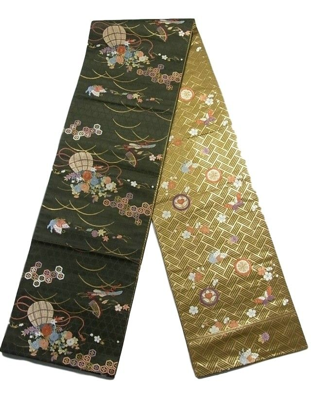 This is a reversible Fukuro obi with glamorous traditional