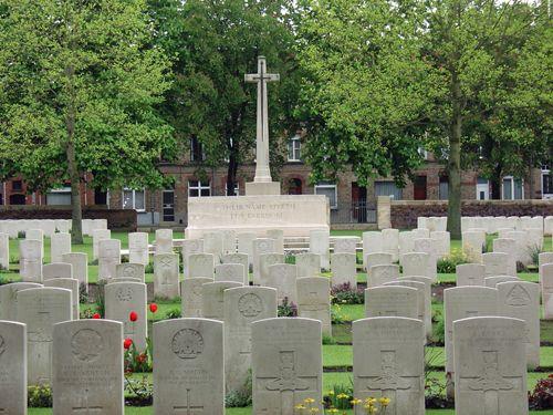 Cimetière du réservoir d'Ypres - Monuments commémoratifs en Belgique - Mémoriaux de la Première Guerre mondiale outre-mer - Mémoriaux outre-mer - Mémoriaux - Commémoration - Anciens Combattants Canada Mon arrière-grand-père y était mais il a survécu.