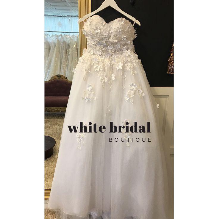 White custom dress , size 8, 171 .  Never worn