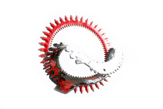Molting (brooch) Steel (gear)  and enamel  3 inches (diameter) By Sonia Beauchesne Mue (broche) Engrenage acier et émail. 3 pouces (diamètre)  2015