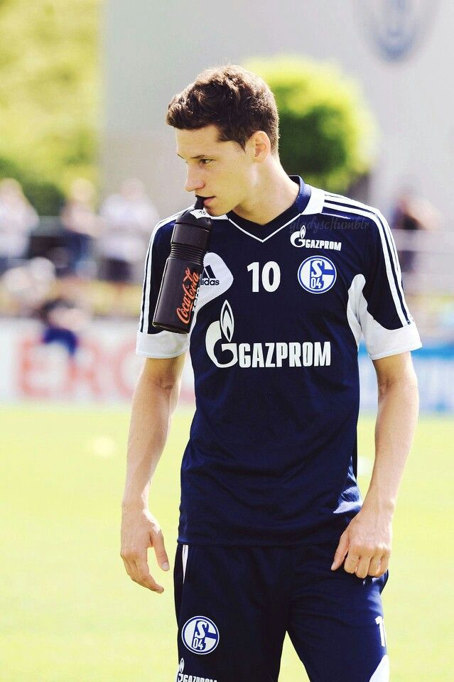 Julian Draxler....I love him XD