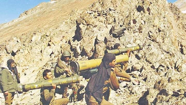 Daha Fazla Indian Army Soldiers Carrying Milan 2 And 9m113 Konkurs Missile Lqunchers During The 1999 Kargil War Where Ant Kargil War Army Soldier Indian Army