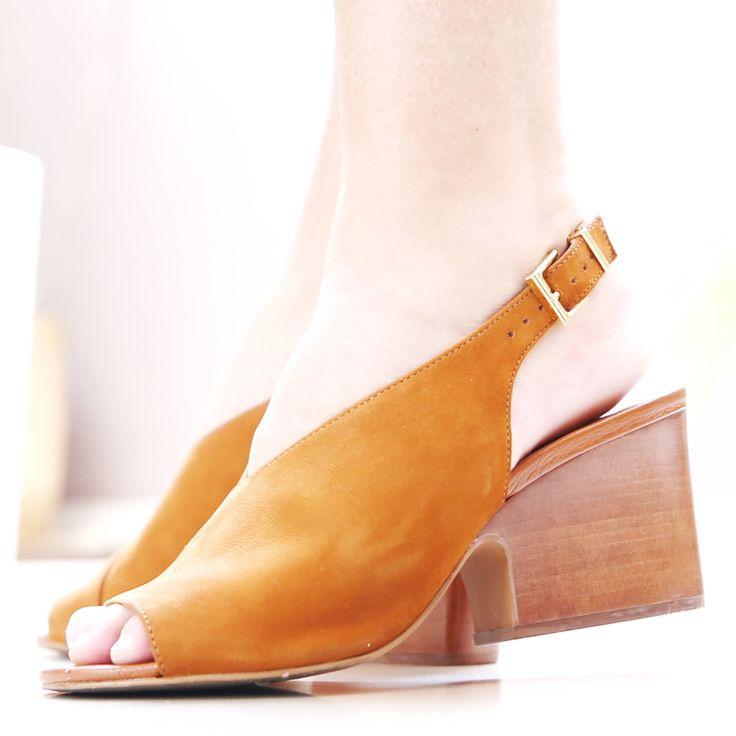 Sandália Camel 1002 Loucos e Santos | Moselle sapatos finos femininos! Moselle sua boutique online.