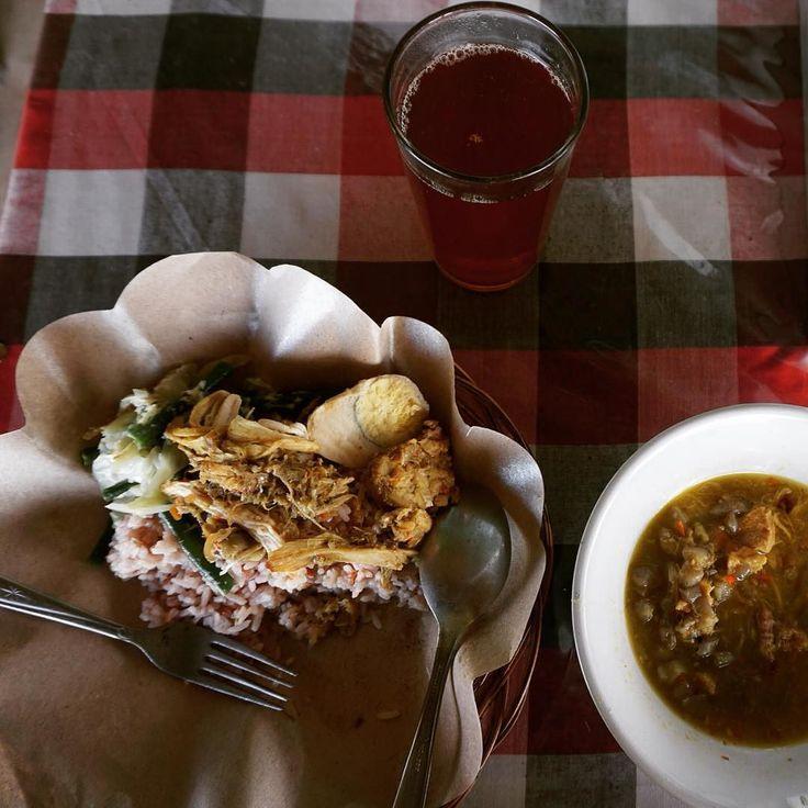 Nasi merah jukut ares dan air minum dari sari beras merah melahirkan paduan jonson di #Jatiluwih #Tabanan #Bali. Sepaket cuma Rp 15 ribu.