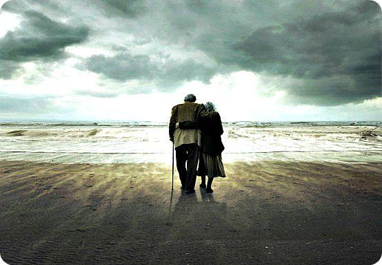Samen Naar het Einde           Jong zijn is zo mooi en onschuldig.  Opgroeien met normen en waarden.  Met goede voorbeelden en plezier.  Verliefd worden op de persoon van Jou leven.  Voor altijd samen blijven in voor en tegenspoed.  Alles tezamen op lossen met een glimlach.  Bouwen aan een toekomst en genieten op latere leeftijd.  Beiden sterk zijn om alles te overwinnen voor jaren.  En al onze slechte kanten aan elkaar kunnen verklaren.  Twee harten met dezelfde manier van denken.