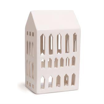 De charmiga Urbania ljushusen kommer från Kähler och är designade av Mette Bache och Barbara Bendix Becker. Ljushusen är tillverkade i keramik och är alla formade som olika byggnader med ett modern uttryck som passar de flesta hem och miljöer. Det glimmande ljuset och de vackra skuggorna husen ger skapar en fin effekt och stämning i rummet. Urbania-serien består av fem olika hus