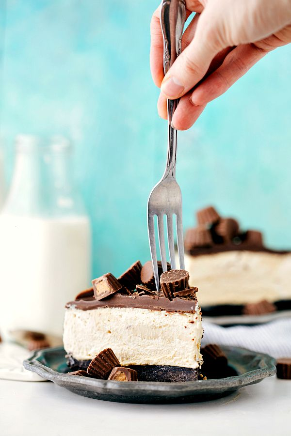 """... cup cheesecake. Oreo crust, creamy peanut butter filling, and a """"magic"""