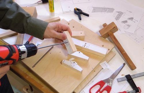 Plantilla guía para cortar uniones de cola de milano con la sierra de mesa