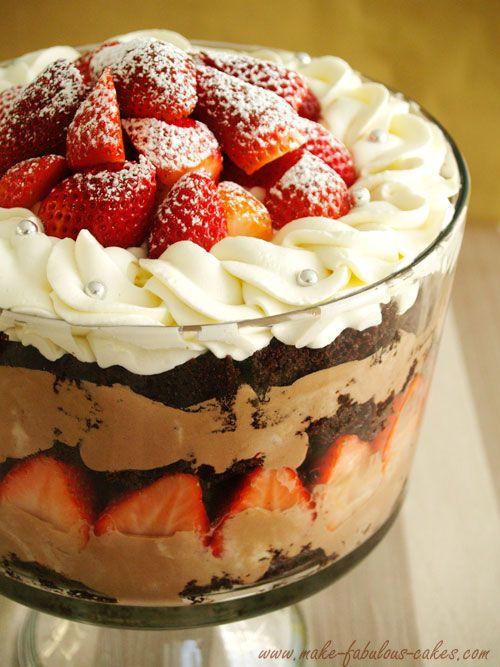 hmmmmm mousse nutella, gateau chocolat, fraises, chantilly.... un mélange super gourmand ;-)