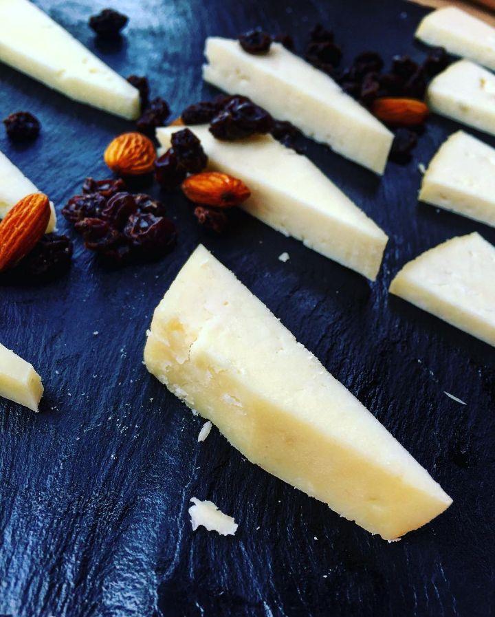 """GRAN CANARIA: Käseplatte mit dem """"besten"""" Käse der Insel :-)   #Manchego #Käse #Cheese #canary #GranCanaria #Travel #Food #Datteln #canaryislands"""