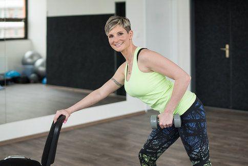 Na záda by se při cvičení nemělo zapomínat. Jejich posilováním předejdete bolestem, ale také začnete správně držet tělo a budete vypadat štíhleji!