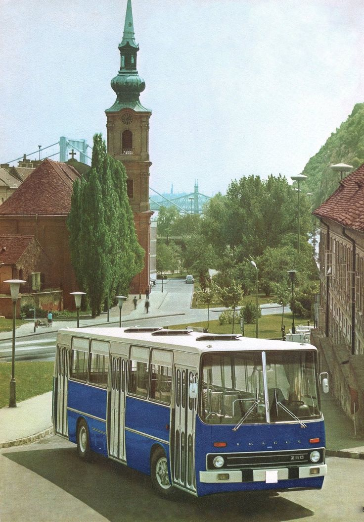 Ikarus Bus in the Tabán area of Buda in 1972.