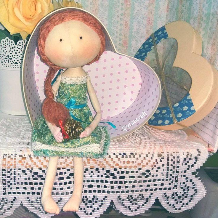куколка ручной работы, тыквоголовка, большаяголова,. Подарок на Новый Год, День Рождения. Кукла малышка, трессы, милая девочка, зеленый, декор интерьера, украшение квартиры и дома, yrsacraft, текстильная кукла, интерьерная кукла, купить подарок, авторская кукла, купитькуклу, кукла, handmade, игрушка, подарок для девочки, подарок для девушки, ручная работа, талисман, оберег, декор, дизайн интерьера, украшение интерьера, утренний свет, нежность, сердце