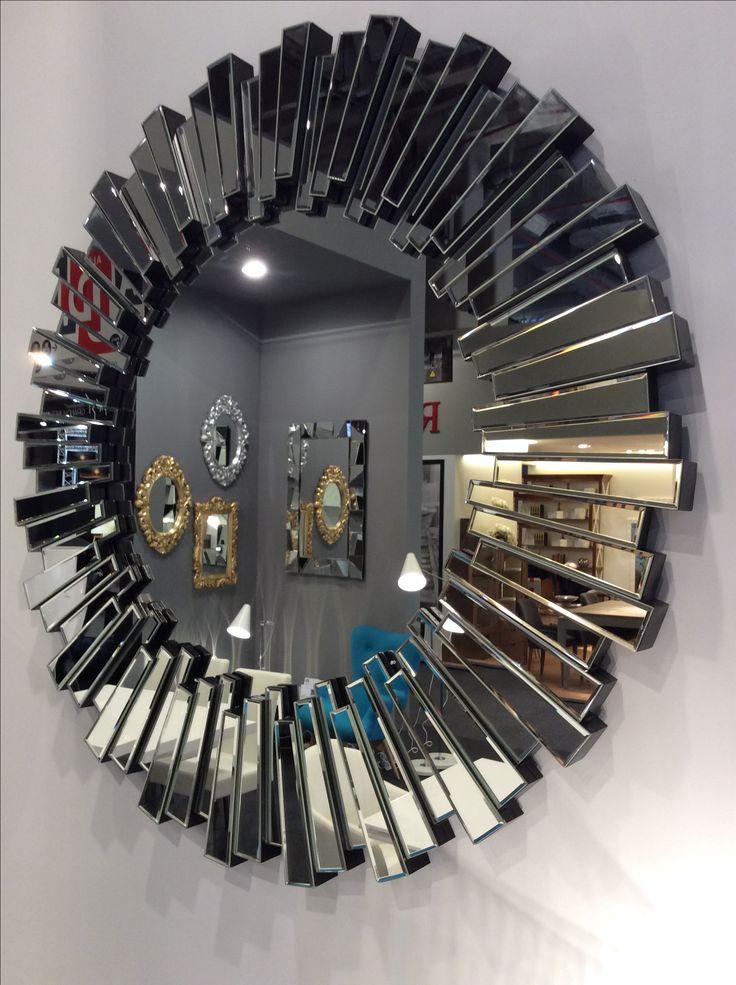 Mange lekre speil på messe i Paris.  Her ser du modell Ronda, Vayosa, Reina og Arte. Du finner alle på Mirame.no  #mirame #speil #rundespeil #barokk #arte #vayosa #espritmeuble2016  #nettbutikk #interior #interiør #interiørdetaljer #speilbilde #påveggen