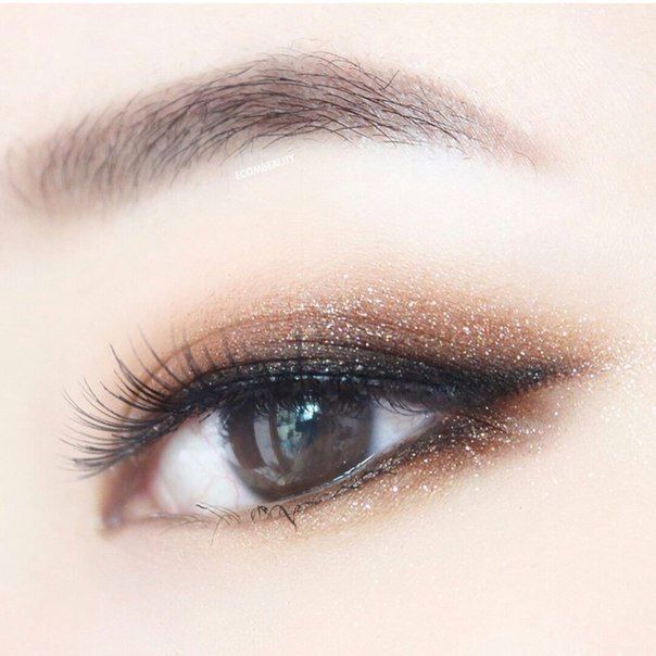 Asian style smokey eye makeup with glitter! #peinadosasiaticos