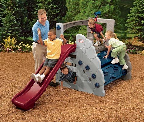 Circuito Montaña  Con resbaladera ajustable, bajo para los pequeños o puede ajustarse a un nivel más alto para una mayor emoción para los niños más grandes. El muro para escalar se ajusta en 4 posiciones, dando confianza a los niños más pequeños y mayor adrenalina para los niños más grandes. Edad: De 2 a 8 años