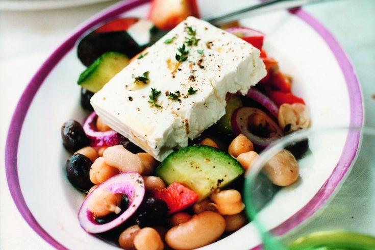 Bönsallad med tomater, oliver och fetaost