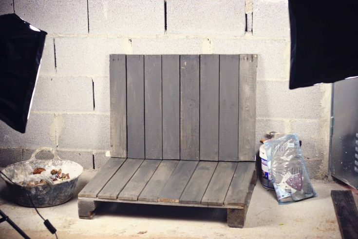 """DIY Photography Backdrops On the Cheap! – Part 1: The Pallet """"Studio"""""""