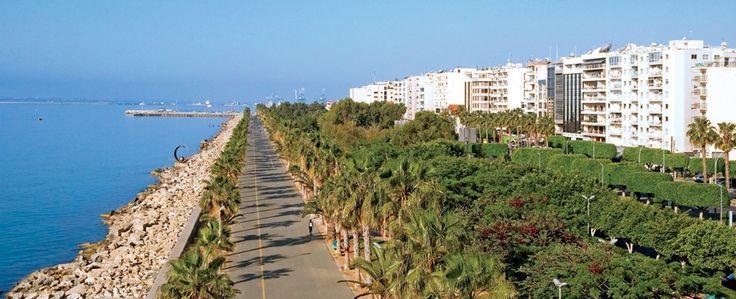 Limassol | Larnacától kb. 70 kilométerre található száztizenötezer lakosú város, Ciprus második legnagyobb központja. Limassol óvárosa, valamint régi halászkikötője a tengeren ringatózó kis halászbárkákkal, varázslatos és romantikus hangulatot kölcsönöz a városnak.